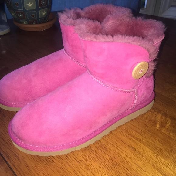 UGG Shoes - Hot pink short uggs